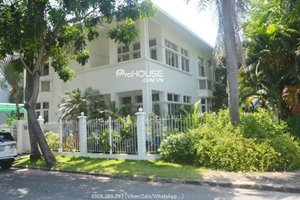 Single villa for rent in district 7 with large garden and modern furniture