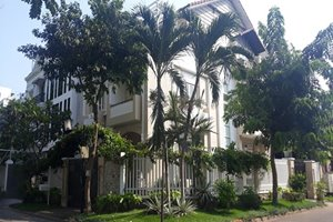 Corner villa for rent in District 7 with nice and safe location