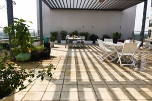 Luxury apartment in The Panorama for rent with very big garden
