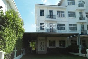 Corner townhouse for rent in Chateau Phu My Hung with large garden and full furniture