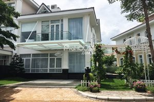 Luxury villa for rent in Chateau compound, Phu My Hung, brand new furniture, modern style