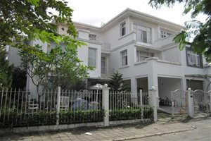 Attached villa for sale in the central of Phu My Hung, prime location, nice furniture, good price