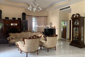 Single villa fo rent in Phu My Hung with full furniture and large garden