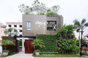 5 bedroom villa for rent in Phu My Hung with swimming pool, large garden, beautiful furniture