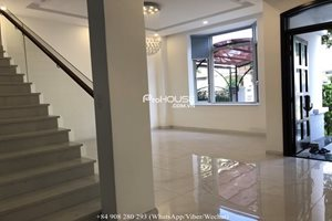New house for rent in the center of Phu My Hung, basic furniture, good condition