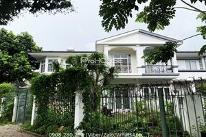 Super nice villa for rent with large garden in Phu My Hung close to SSIS