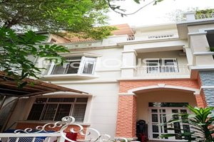 Low rent 3 bedroom townhouse for rent in My Giang Phu My Hung center
