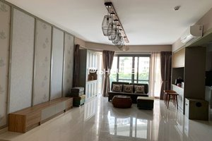 Beautiful apartment for rent in Block A of Riverpark Premier with large balcony