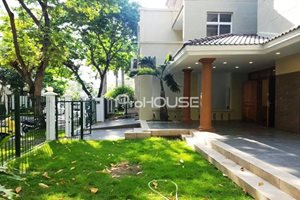 Super nice and big villa for rent in Phu My Hung – 5 bedrooms – big garden – partly furnished