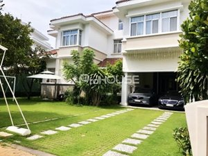 Single villa for rent in Chateau Compound Phu My Hung with full luxury furniture
