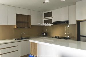 Cheap 3 bedroom apartment for rent in District 7 with full furniture and quite view