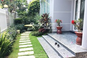 Beautiful single villa for rent in Phu My Hung, 5 bedrooms, modern furniture, good maintenance