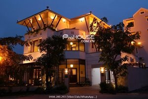 Luxury villa with swimming pool for rent in Phu My Hung center