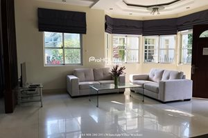 Beautiful villa for rent for rent in compound at Phu My Hung, District 7, simple furniture, big garden