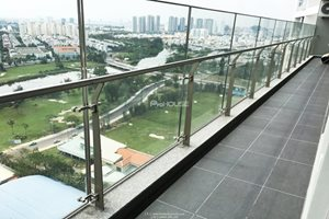 High floor 3-bedroom apartment for rent with river view in Green Valley