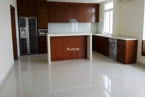 Penthouse for rent in Phu My Hung with basic furniture, nice view to the river