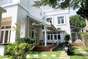 Villa for rent in Phu My Hung with big garden and nice furniture